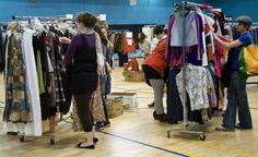 Comprar roupas em brechós pode ser uma atitude extremamente sustentável. Conheça vantagens de comprar em brechó.
