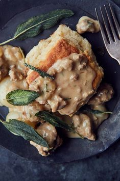 Dry white wine helps cut through the richness in the gravy, bringing a balanced acidity to this hearty dish. Homemade sausage is well-seasoned and not overly sweet, so choose a savory or spicy blend if substituting for store-bought sausage.#breakfastrecipes #brunchrecipes #breakfastideas #brunchideas Best Brunch Recipes, Healthy Breakfast Recipes, Healthy Recipes, Sausage Gravy Recipe, Buttermilk Biscuits, How To Cook Sausage, Cast Iron Cooking, Healthy Meal Prep, Food Processor Recipes