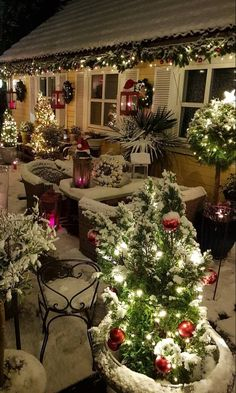 Cool and Decorative Amazing Christmas Tree Decoration Ideas Part christmas decor ideas; Christmas Garden, Christmas Porch, Christmas Scenes, Christmas Mood, Noel Christmas, Outdoor Christmas Decorations, Christmas Lights, Holiday Decor, Christmas Cookies