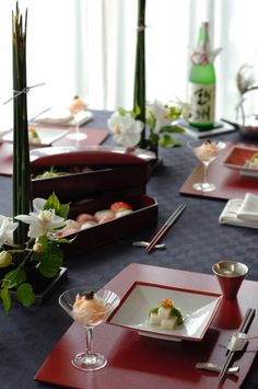 Japanese New Year Table Japanese Table, Japanese Party, Japanese New Year, Japanese Dishes, Japanese Food, Japanese Modern, New Year Table, New Years Traditions, Etiquette And Manners