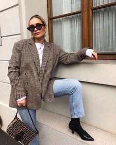 It's Not A Bag It Is Fendi Baguette! #fendibaguette #bag #bagtrends #fashionnews #fashionactivation #womanbags