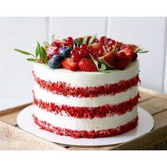 Нежный сочный красный бархат! Идеальный десерт для выходного дня! Торт красный бархат от кондитера @funcake.spb Ну и еще чашечку кофе