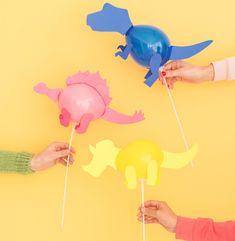 Sur le thème anniversaire dinosaure, je vous propose de réaliser des mini dinosaures en ballon. Ces mini dinosaures sont très faciles à réaliser même par des enfants.