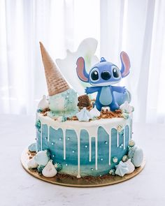 Candy Birthday Cakes, Birthday Party Desserts, Pretty Birthday Cakes, Pretty Cakes, Cute Cakes, My Birthday Cake, Birthday Ideas, Disney Desserts, Disney Cakes