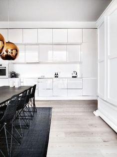 z15271023Q,Kuchnia---monolityczna-i-idealnie-biala---jest-tle