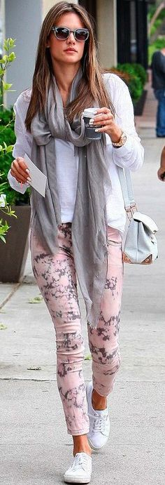 Alessandra Ambrosio / Women´s Fashion Style Inspiring Outfit Look / Moda… Look Fashion, Fashion Outfits, Womens Fashion, Casual Chic, Casual Outfits, Cute Outfits, Mode Top, Look Girl, Casual Looks