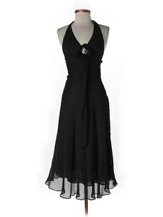 Marilyn Monroe meets little black dress in this cocktail dress by Zara.