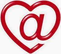 """eh-MAIL // Tras decenas de ensayos en variantes posibles de tu correo electrónico: yahoo, gmail, mac.com… más la aleatoria de combinar tu nombre y apellidos… mil veces salmodiando """"abracadabra"""" al fin se abren las puertas de los cielos y el pájaro librado ya te lleva un mensaje de amor más un deseo. Espero no ofenderte; si así fuera, de antemano perdón (no me arrepiento); devuelve esta misiva con palomas o (dioses no permitan) cuervos negros. El mensaje es muy corto y esto dice: ¿cuándo coño…"""