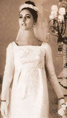 bride - Shift Minis, Empire waist dresses and modern fabrics! 1960s Style Wedding Dresses, 1960s Wedding, Long Wedding Dresses, Vintage Dresses, Wedding Gowns, Chic Vintage Brides, Vintage Wedding Photos, Vintage Bridal, Vintage Weddings