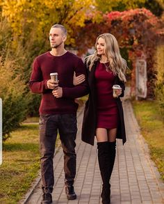 Couple Photoshoot Poses, Couple Photography Poses, Autumn Photography, Couple Posing, Couple Shoot, Bokeh Photography, Fall Couple Pictures, Fall Photos, Fall Photo Shoot Outfits