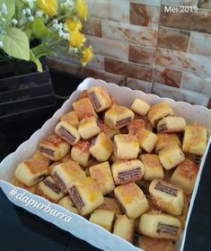Resep nastar kekinian istimewa Indonesian Desserts, Indonesian Food, Raw Chocolate, Chocolate Recipes, Cokies Recipes, Kentucky Derby Pie, Cake Oven, Chocolate Delivery, Fruit Salad Recipes