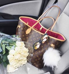 INTEGRAL @BELINDASELENE Happy to see this in my passenger seat. It's the little things that make me happy. I picked up 18 beautiful roses to give our dinning room some charm. I love flowers and Ricardo wasn't getting the hint ha ha. #makeeverydaycount