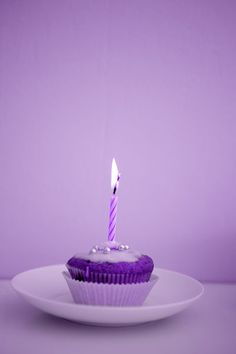 Purple birthday cupcake www.veraclasse.it