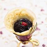Il sapore del peperoncino si sposa alla perfezione con quello del cioccolato: leggi la ricetta dei coni golosi alla crema ganache piccante su Sale&Pepe.