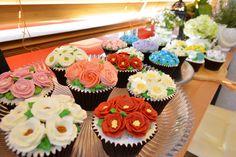 butter cream cupcakes flower cake www.ginniecake.com