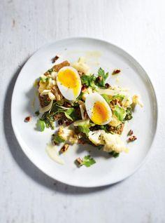 Galettes de sarrasin, pesto de persil et salade de chou-fleur rôti #ricardo #meatless #foodphotography