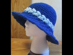Crochet Sunshine Shell Hat Part Pattern in slide show- . Crochet Slippers, Crochet Hats, Sombrero A Crochet, Crochet Hooded Scarf, Crochet Videos, Summer Hats, Easter Crafts, Stitch Patterns, Diy And Crafts