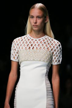 Balenciaga Spring 2015 Ready-to-Wear - Details - Gallery - Look 1 - Style.com