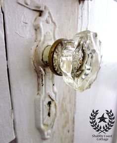 Cottage Style •~• vintage door & doorknob
