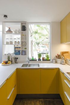 Kitchen Decor, Kitchen Inspirations, Home Decor Kitchen, Yellow Kitchen Decor, Home Kitchens, Kitchen Remodel Small, Kitchen Design Small, Kitchen Remodel, Yellow Kitchen Designs