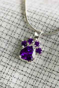 Give a gift of love for animals and celebrate your loved one's birth month! A captivating paw print of crystals in the corresponding tone of the birthstone dazzles on our necklace, lovingly crafted by Bolivian artisans.