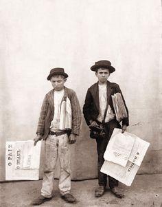 Vendedores de jornal. Rio de Janeiro, 1895. Foto de Marc Ferrez.