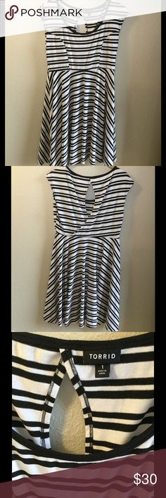 Torrid dress size 1 About 39.5 inches long. 67% polyester, 29% rayon, 4% spandex. Exposed back detail. Thanks for looking! torrid Dresses