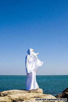 Female Thai muslim photog Ampannee Satoh's latest shots take aim at France's burqa ban. Muslim Girls, Muslim Women, Hijab Niqab, Beautiful Hijab, Female Photographers, Modest Outfits, Hijab Fashion, Muslim Beauty, Islamic Fashion