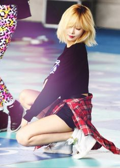 love love love hyuna's new haircut and color! ~