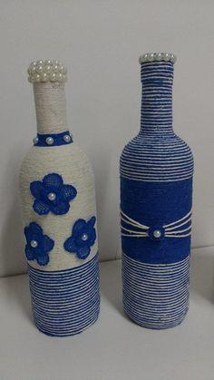 Duo de garrafas decoradas com barbante e renda.  Produto disponível em estoque.    Pode ser feita sob encomenda personalizando da maneira que quiser.