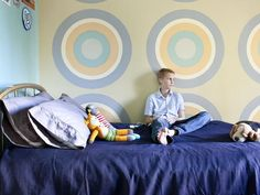 Graphic bullseye pattern on the wall is fun for a teen boy bedroom