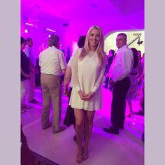 Love is white, Elen's white dress