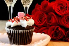 Looking for romantic Valentine's Day date ideas on a budget? See this list of inexpensive Valentine's Day ideas for your significant other. Valentines Day Post, Valentines Day Chocolates, Valentines Day Cookies, Valentine Chocolate, Great Valentines Day Gifts, Valentine Cupcakes, Inexpensive Valentines Day Ideas, Day Date Ideas, Cupcake Images