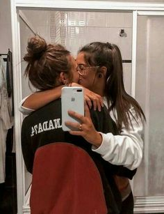 Cute Lesbian Couples, Lesbian Love, Cute Couples Goals, Couple Goals, Lesbian Wedding, Couples Lesbiens Mignons, Girlfriend Goals, Girlfriend Gift, Gay Aesthetic