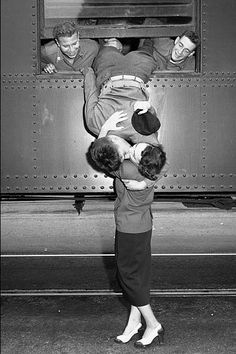 korean-war-kiss1.jpg