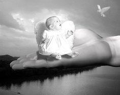 Maria che sorride serena all'angelo Gabriele. Mia mamma sarebbe subito corsa a nascondersi tra le braccia del suo, peraltro devotissimo, papà