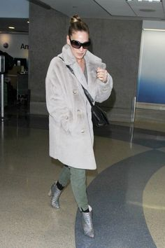 Sarah Jessica Parker's Shoes Probably Made TSA Do a Double Take via @WhoWhatWearUK