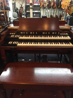 HAMMOND B3 MK2 and Leslie Speaker Cabinet Model 122XBFabulous Deal!This Hammond B3 Mk2 organ is new but was used as a store demo that was used by Booker T. one time . Included are pictures of Booker T. playing this organ, the New B3 MK2 instruction manual and set list both autographed by Booker T...