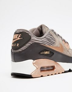 Nike – Air Max 90 – Sneaker in Grau und Bronze Nike Air Huarache, Zapatillas Nike Air, Nike Air Max, Nike Free Shoes, Nike Shoes Outlet, Air Max Sneakers, Air Max 90 Grey, Airmax Thea, Reflective Shoes