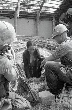 Viet Cong Women | 10 sep 1965 qui nhon south vietnam 9 10 1965