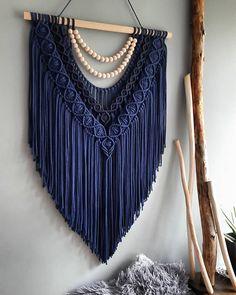 Macrame Design, Macrame Art, Macrame Projects, Macrame Knots, Macrame Wall Hanging Patterns, Large Macrame Wall Hanging, Macrame Patterns, Diy Yarn Decor, Retro Crafts