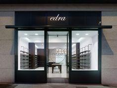Edra Pharmacy   Pontevedra, Espanha   Fonte: Retail Design