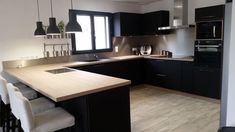 - Kozikaza cuisine meubles noirs plan de travail bois tips that show why beautiful kitchens are beautiful # two-line kitchen # kitchen molds # white Light Wood Kitchens, Brown Kitchens, Home Kitchens, Living Room Kitchen, New Kitchen, Kitchen Decor, Kitchen Design, Kitchen Black, Black Kitchen Furniture