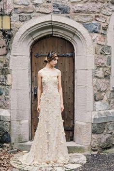 النعومة الممزوجة بالرومنسية شعاري لفساتين الزفاف