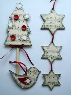 love the music theme! Christmas Sewing, Christmas Music, Felt Christmas, Christmas Decor Diy Cheap, Holiday Crafts, Christmas Decorations, Music Ornaments, Christmas Tree Ornaments, Sheet Music Crafts