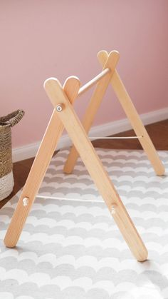 Beautiful handmade baby wooden fitness frame is a nice addition to … - Spielzeug Handgemachtes Baby, Baby Play, Bebe Gym, Diy Baby Gym, Deco Buffet, Wooden Baby Toys, Baby Moccasins, Leather Moccasins, Montessori Toys