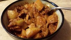 CROCKPOT PORTUGUESE-INSPIRED PORK STEW - Growing up in a heavily Portuguese city, I was totally spoiled rotten on gloriously delicious food. Two of my favorite dishes, caçoila (a type of Portuguese pulled pork) and pork alentejana (pork and littlenecks) have many similar ingredients. My mom