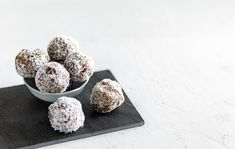Healthy Snack Alert: Dessert Decadence in the Palm of Your Hand - Earth Echo Foods Healthy Chocolate Snacks, Chocolate Recipes, Healthy Snacks, Healthy Recipes, Macaroon Cookies, Macaroons, Vegan Looks, Chocolate Protein Powder, Raw Cacao