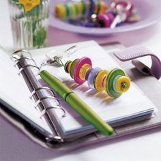 Un porte-clefs en boutons colorés // keychain, buttons, kids, mother's day, love, DIY