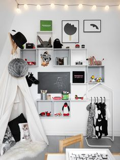 Have you thought in add some grey touches to your children room? Grey is ideal for both boys and girls, and it's a tone easy to match. I'm sure you've seen grey in Scandinavian or minimalistic kids spaces, but this colour is suitablefor other decorating styles too. A white wall is the perfect canvas, but […]